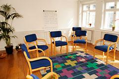 Traditionelle behandlingsformer spiller en væsentlig rolle i Føniks' alkohol- og stofbehandling.